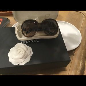 CHANEL Authentic sunglasses with case